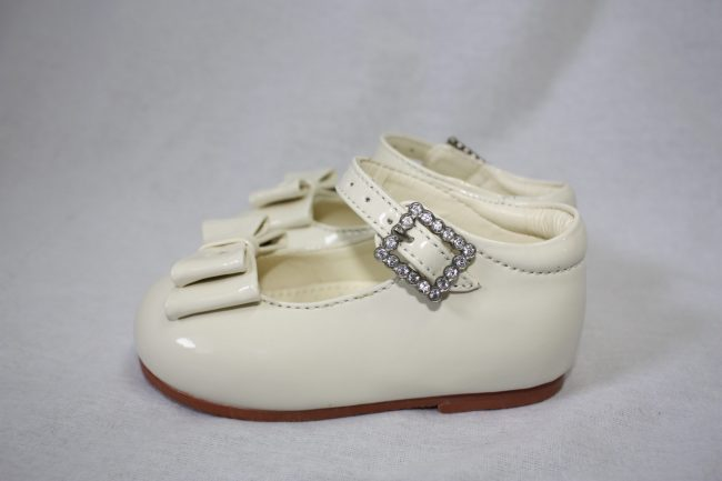 Girls Patent Cream Shoe With Bow-1571